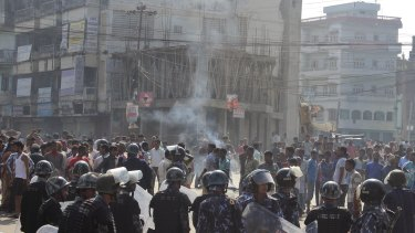 Police break up a protest by ethnic Madhesi protesters in Birgunj, on the border with India.