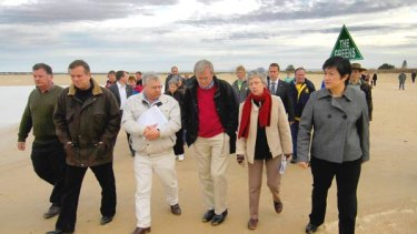Prime Minister Kevin Rudd strolls along the edge of Lake Alexandrina in Milang.