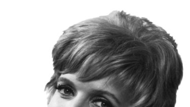Florence Henderson as Mrs Brady.