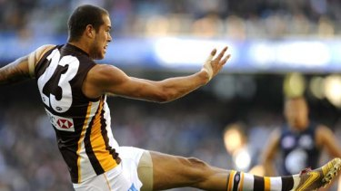 Lance Franklin was back to his irrepressible best yesterday, kicking five goals as the Hawks upset Carlton to bring their season alive.