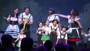 Dave Hughes and Kate Langbroek invite their families onstage for the Nova farewell show.