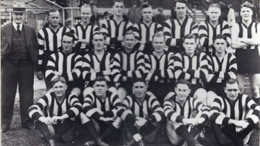Dan Knott (front row, first from left) in his Collingwood days.