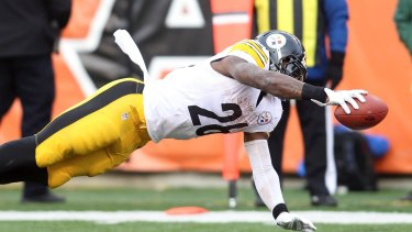 Talented performer: Pittsburgh Steelers running back Le'Veon Bell dives into the end zone.