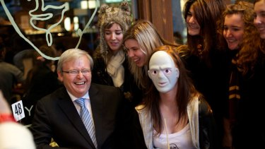 Former PM Kevin Rudd visits a cafe in the Max Brenner chain to object to call to boycott Jewish businesses. Picture: Jason South
