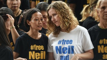 Tracy Bantleman (right), wife of accused Canadian teacher Neil Bantleman, listens to Siska Tjiong, wife of co-accused Indonesian teaching assistant Ferdinand Tjiong, during a rally to support their husbands at the South Jakarta court.