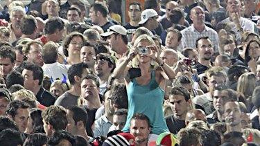 grab from u22.com scene from U@360 tour zoom in using famcam gigapixel camera.   u2 girl.jpg