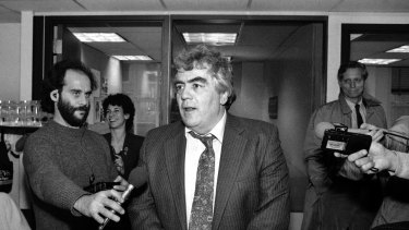 Jimmy Breslin speaks to reporters after winning the Pulitzer Prize for commentary.