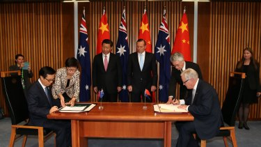 Chinese President Xi Jinping and PM Tony Abbott witness the Signing of the Declaration of Intent on the Australia/China Free Trade Agreement.