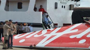 Foreign investigators examine the tail of the AirAsia flight QZ8501 in Kuma.