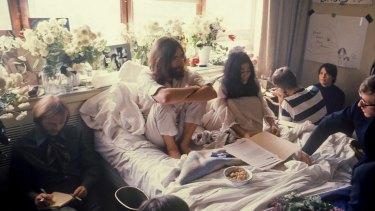Ritchie Yorke (left) alongside John Lennon and Yoko Ono, Toronto, 1969.