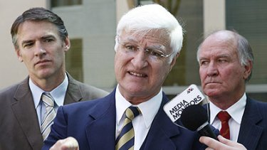 'There's momentum for change' ... independent MP Bob Katter wants Queensland's north to be split from its south.