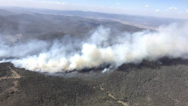 Fire crews continue to extinguish a bushfire burning east of Potters Hill on the NSW/ACT border.