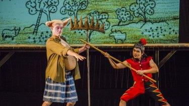 Darren Gilshenan as Pigsy (left), with Aljin Abella as Monkey (right).