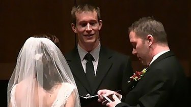 An American couple interrupted their own wedding ceremony to update Facebook and Twitter accounts.