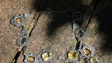 THE NECKLACE ... each chapter must be set in a different Sydney suburb.