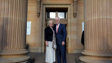 Prime Minister Malcolm Turnbull and wife Lucy pose outside the Art Gallery of NSW.