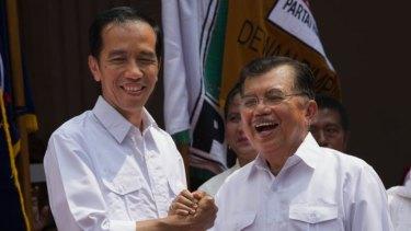 Indonesian presidential candidate Joko Widodo (left) announces his new running mate Jusuf Kalla.