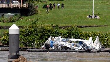 Drift restaurant floats down the Brisbane River after breaking its moorings.