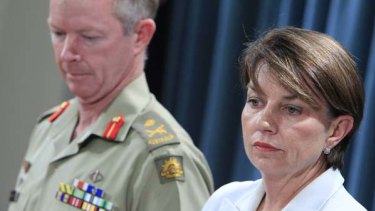 Major General Mick Slater and Queensland Premier Anna Bligh.