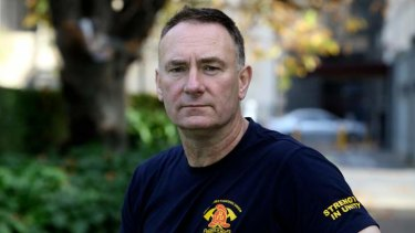 Firefighters union head Peter Marshall says the union will back Greens candidate Adam Bandt in Melbourne.