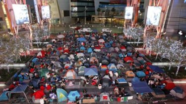 Fans set up a makeshift camp a week before the LA screening of Twilight Eclipse.