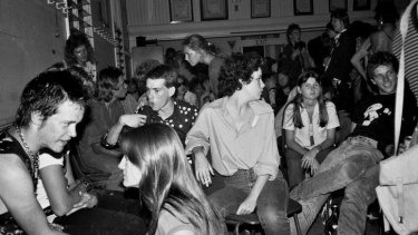Crowd at a Rock Against Poofter Bashing show in Paddington 1979. Photo courtesy of John Oxley Library Brisbane.