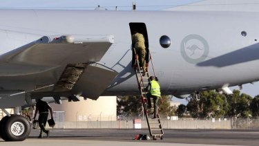 Royal Australian Air Force crew members returned to Perth with no news.