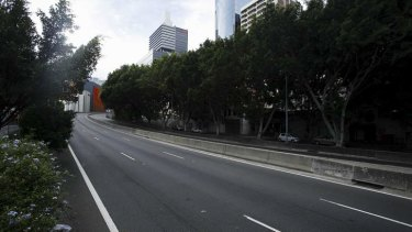 An empty Western Distributor at 5.30pm as a fire continues to burn at Barangaroo.