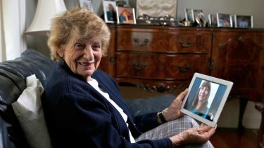 Elizabeth Freeman, 85, who uses her iPad to keep in touch with family interstate and overseas.