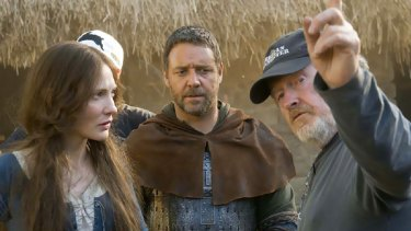 Stars of Robin Hood, Russell Crowe and Cate Blanchett on set with Ridley Scott