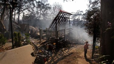 """""""They are supposed to have site-specific fire management plans..."""" 5yo Lyndon Dunlop at the gate of his grandparents home, Buena Vista Rd Winmalee. October 18, 2013."""
