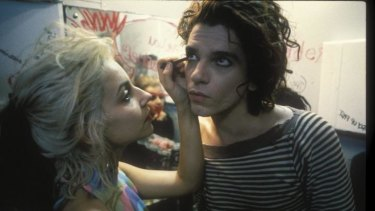 Saskia Post and Michael Hutchence in <i>Dogs in Space</i>.