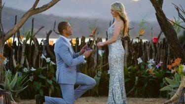Blake Garvey proposes to Sam Frost on <i>The Bachelor</i>.