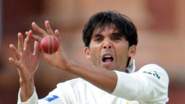Suspect action ... Mohammad Asif is also accused of bowling deliberate no-balls in line with the predictions of the alleged  middleman, Mazhar Majeed.