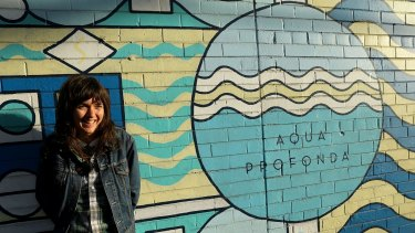 Singer-songwriter and guitarist Courtney Barnett has tackled the cult classic song 'Shivers'.