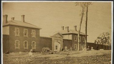 Bendigo Jail, in 1861, when construction of the facility was still under way.