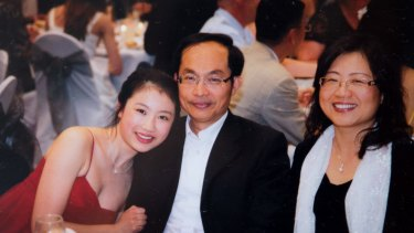 Yunsi Feng with her parents.
