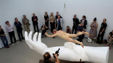Stelarc floats, watched by critic Robert Nelson (second from left).