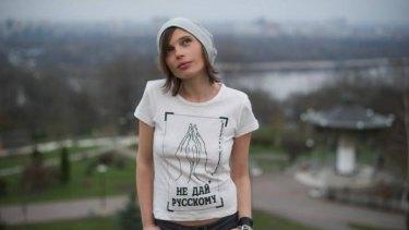 "Ukrainian singer Irena Karpa wearing a ""Don't give it to a Russian"" t-shirt."