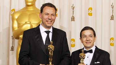 Andrew Ruhemann (L) and Shaun Tan pose with their Oscars for Best Animated Short Film for 'The Lost Thing'.