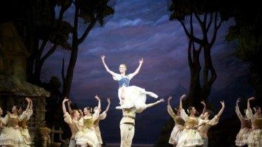 Brooke Widdison-Jacobs, Matthew Lehmann and dancers of West Australian Ballet in Giselle.