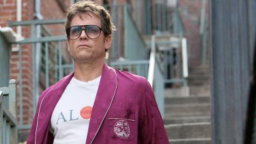 Greg Kinnear as Keegan Deane, 'one of life's great addicts', in the US version of <i>Rake</i>.