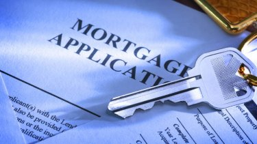 Smaller lenders are successfully pushing into the market for fixed-rate home loans.