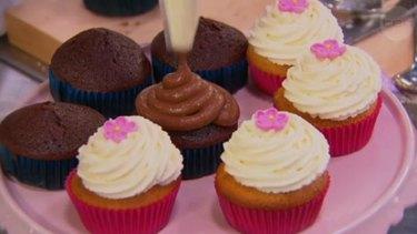 Julia prepares her cupcakes