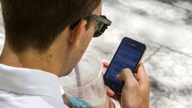 Mobiles: Fewer Australians are signing up for contracts.