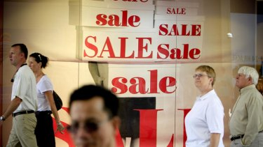 Retailers will continue struggle after recent stockmarket volatility further bruised consumer confidence, says a new report.