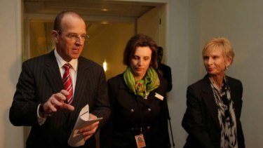 Horrific treatment ... Minister for Agriculture, Fisheries and Forestry, Senator Joe Ludwig discusses live animal exports with RSPCA CEO Heather Neil and Animals Australia Campaign Director Lyn White at Parliament House.