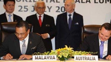 Malaysia's Home Minister Hishammuddin Hussein (L) and Australia's Immigration Minister Chris Bowen.