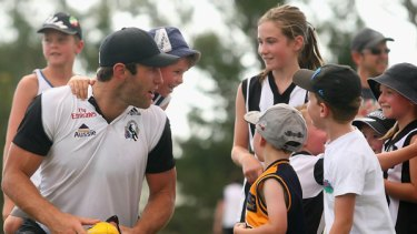 Travis Cloke was looking behind him yesterday as the Collingwood players put on a clinic for children at Mansfield, but after a troubled 2009, the Magpie is looking forward to a big 2010.