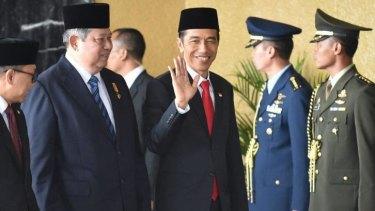 Outgoing president Susilo Bambang Yudhoyono and Joko Widodo  arrive before the ceremony.